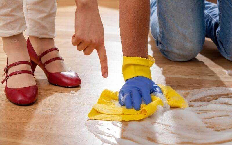 cleaning wood floor with pine sol