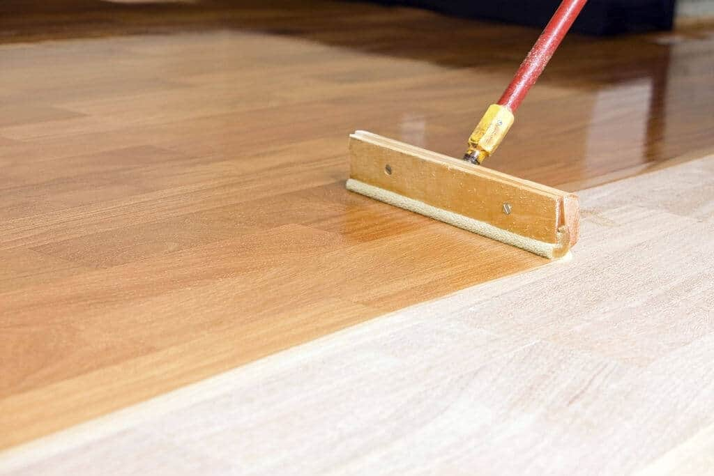 can you paint laminate floors