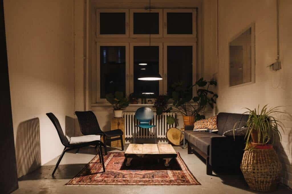 What Color of Wood Floor Goes With Dark Furniture