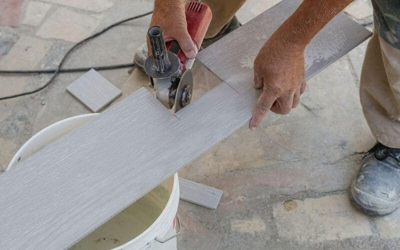 how to cut vct tile