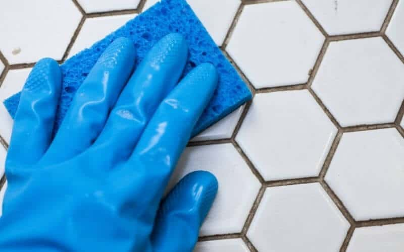 cleaning grout lines
